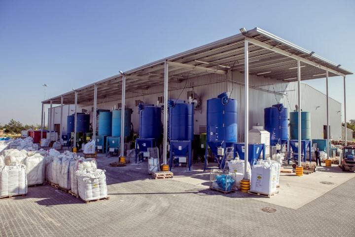 Zakład recyklingu PCV z zewnątrz
